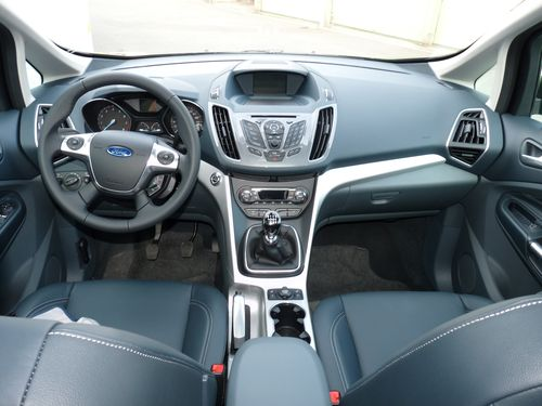 Essai ford grand c max un compl ment la famille des for Ford s max photos interieur