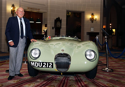 Jaguar Heritage Racing Press Conference, Sir Stirling Moss avec la C-type XKC 005