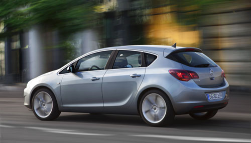 "Opel Astra 2010 ""© GM Corp."""
