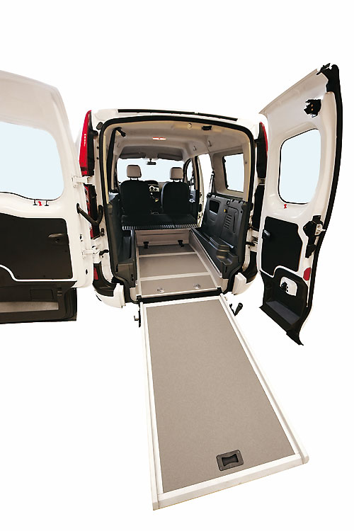 renault grand kangoo pour le transport des personnes mobilit r duite automania. Black Bedroom Furniture Sets. Home Design Ideas