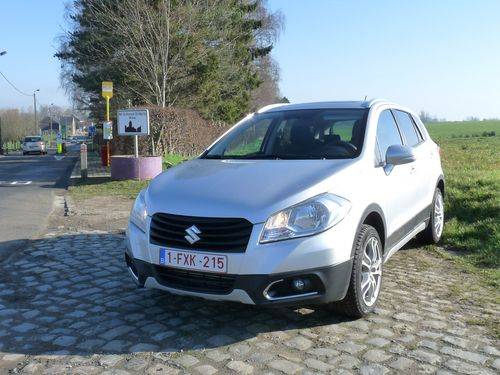 essai le nouveau suzuki sx4 s cross un suv au charme discret automania. Black Bedroom Furniture Sets. Home Design Ideas