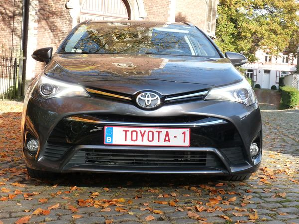 Toyota Avensis Touring Sports 2.0 D-4D  2015