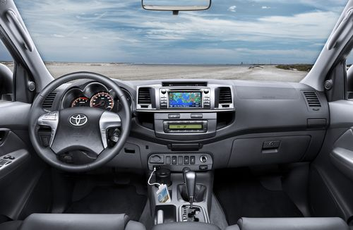 toyota hilux 2012 nouveau design et consommation en baisse automania. Black Bedroom Furniture Sets. Home Design Ideas