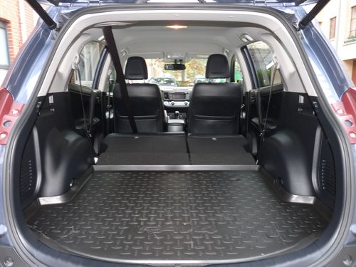 essai le toyota rav 4 un suv citadin automania. Black Bedroom Furniture Sets. Home Design Ideas