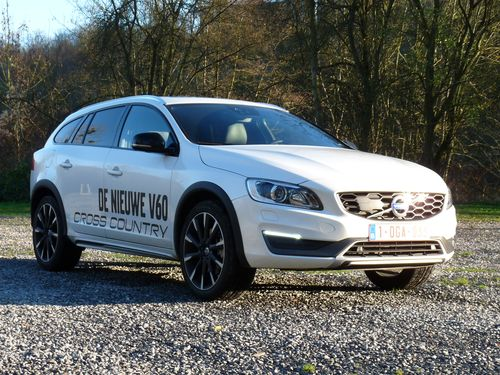 essai le volvo v60 cross country un baroudeur de plus automania. Black Bedroom Furniture Sets. Home Design Ideas