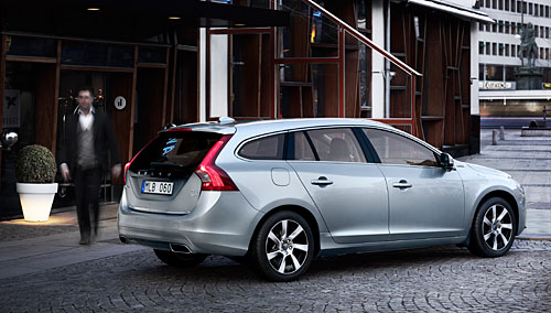 volvo v60 plug in hybrid cadences de production et. Black Bedroom Furniture Sets. Home Design Ideas