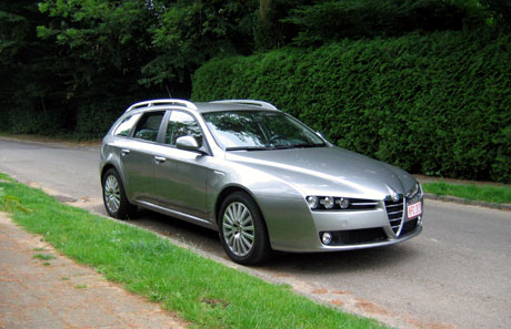 essai alfa romeo 159 sportwagon 1 9 jtdm 16v 136 cv distinctive automania. Black Bedroom Furniture Sets. Home Design Ideas