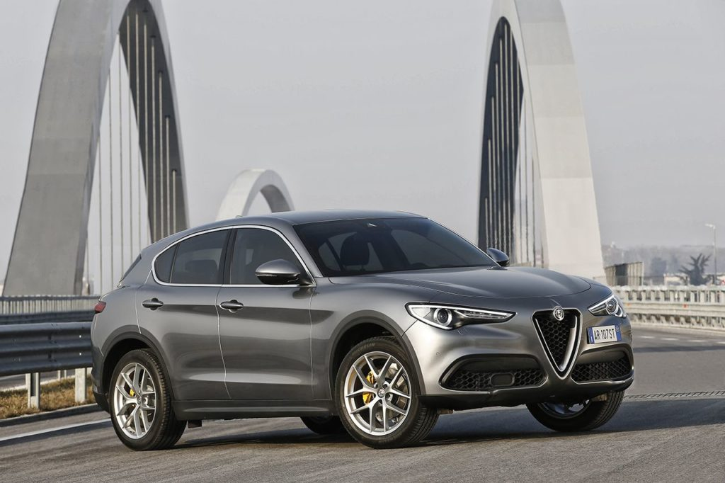alfa romeo stelvio quip de deux nouvelles motorisations avril 2017 automania. Black Bedroom Furniture Sets. Home Design Ideas