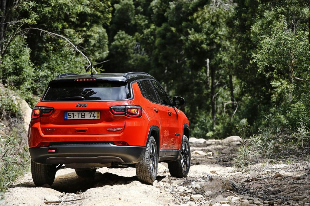 nouvelle jeep compass capacit s 4x4 in gal es technologie au sommet et design authentique. Black Bedroom Furniture Sets. Home Design Ideas